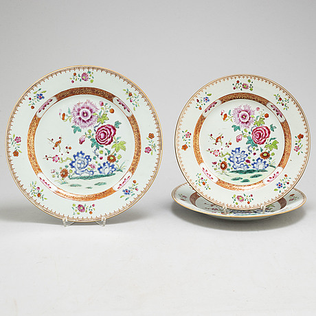 A set of three (2+1) famille rose serving dishes, qing dynasty, qianlong (1736-95).