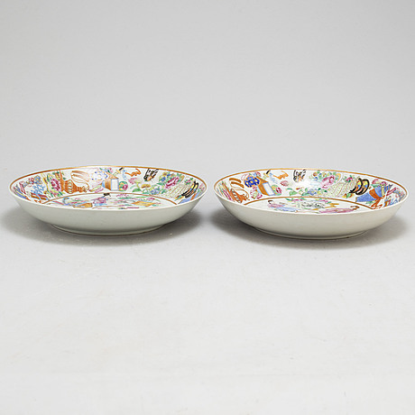 A pair of famille rose dishes, canton, qing dynasty, late 19th century
