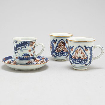A pair of imari cups and a cup and saucer, Qing dynasty, 18th century.