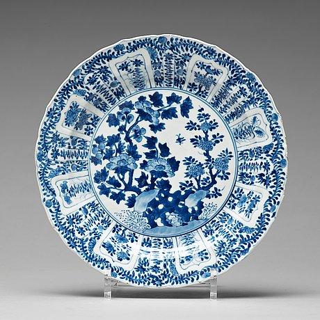 Tallrikar, sex stycken, porslin. qingdynastin, kangxi (1662-1722).