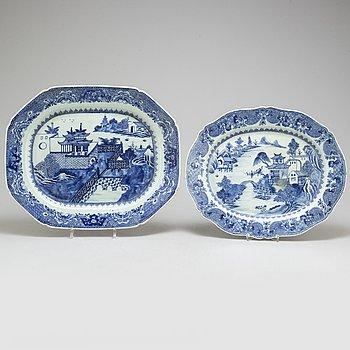 SERVERINGSFAT/STEKFAT, två stycken, kompaniporslin. Qingdynastin, Qianlong (1736-95).