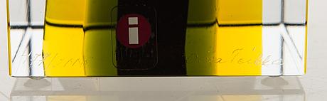 Oiva toikka, an annual cube, glass, signed oiva toikka nuutajärvi 2006, numbered 477/2000.