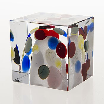 OIVA TOIKKA, An annual glass cube, signed Oiva Toikka Nuutajärvi 2003 and numbered 480/2000.