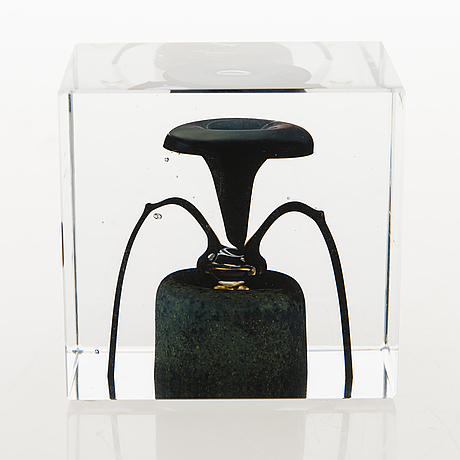 Oiva toikka, an annual glass cube, signed oiva toikka nuutajärvi 1977 and numbered 803/2000.