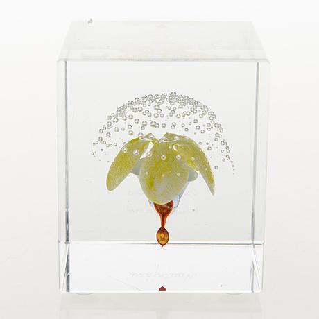 Oiva toikka, an annual glass cube, signed oiva toikka nuutajärvi