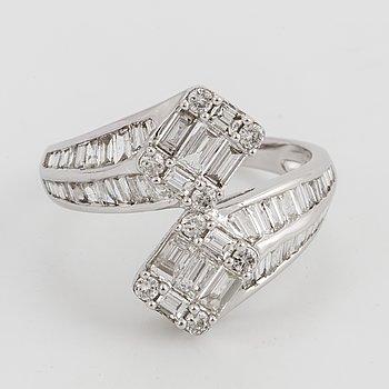A baguett and brilliant-cut diamond cross over ring.