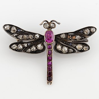 BROSCH, trollslända med rubiner och rosenslipade diamanter.