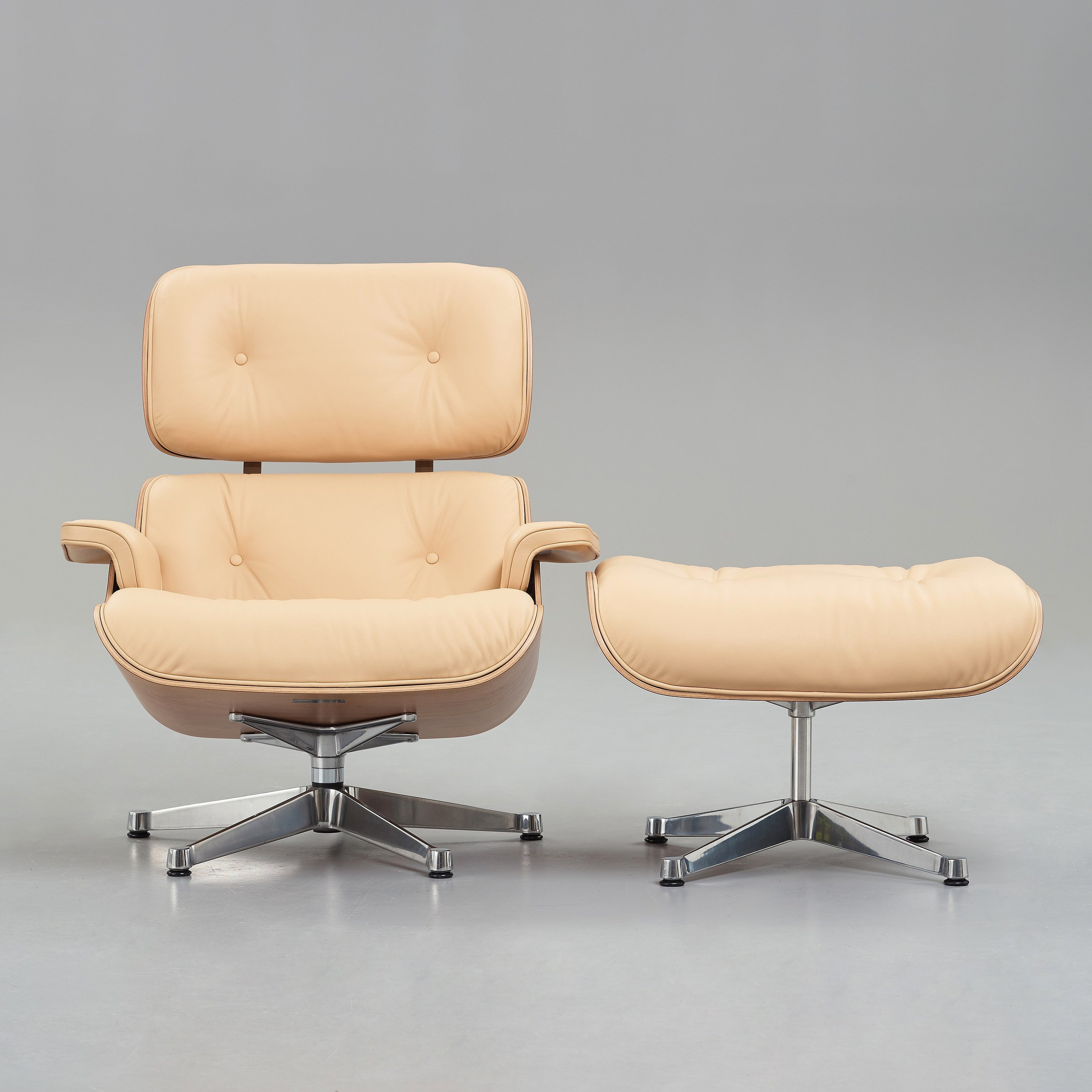 Wondrous Charles Ray Eames Lounge Chair With Ottoman For Vitra Caraccident5 Cool Chair Designs And Ideas Caraccident5Info