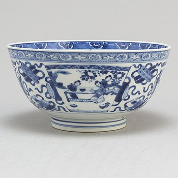 A blue and white bowl, Qing dynasty, Qianlong, Kangxi (1662-1722).