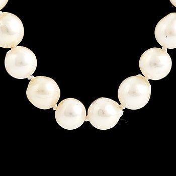 A cultured pearl necklace, Hellström & Åhrling.