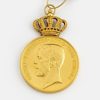 A Swedish Pro Patria gold medal for merit, with ribbon.
