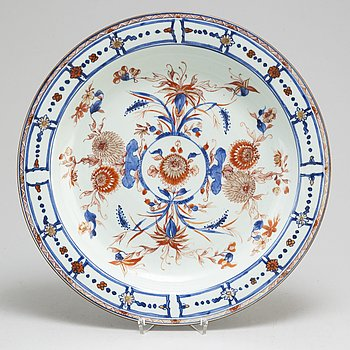 A imari dish, Qing dynasty, Kangxi (1662-1722).