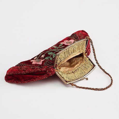 Anna casparsson, embroidered handbag, height ca 14 cm, width ca 26,5 cm, designed and embroidered by anna casparsson.