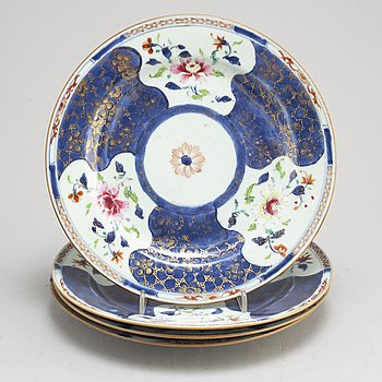 TALLRIKAR, fyra stycken, kompaniporslin. Qingdynastin, Qianlong (1736-95).