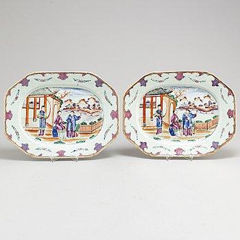 SERVERINGSFAT/STEKFAT, ett par, kompaniporslin. Qingdynastin, Qianlong (1736-95).