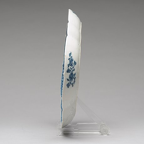 A blue and white tray, qing dynasty, qianlong (1736-95).