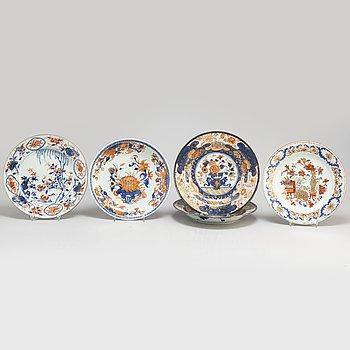 TALLRIKAR, fyra (2+1+1) stycken samt FAT, kompaniporslin. Qingdynastin, Qianlong (1736-95).