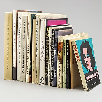 A collection of sixteen art books.