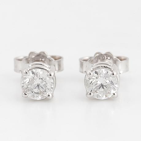 EnstensÖrhÄngen, med briljantslipade diamanter