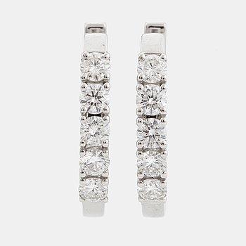 ÖRHÄNGEN, kreoler, med briljantslipade diamanter, totalt ca 0,90 ct.