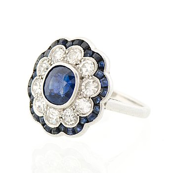 A RING, cushion cut sapphire, 8/8 cut diamonds, square cut sapphires, platinum, 1920-30s.