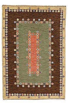 "MÄRTA MÅÅS-FJETTERSTRÖM, MATTA, ""Tusenskönan"" (""Bellis""), flossa, ca 314 x 209,5 cm, signerad AB MMF."