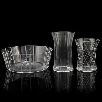 INGEGERD RÅMAn, two glass vases and a glass bowl, later part of the 20th century.