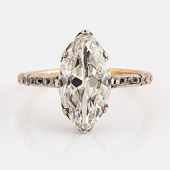 971. A 14K gold and silver ring set with a navette-cut diamond with a total weight of ca 2.75 cts quality ca K vs.