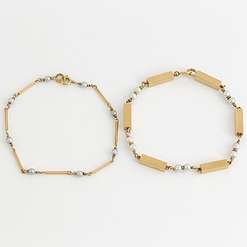 18K gold and pearl bracelet.