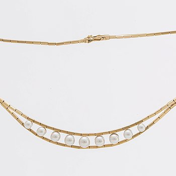 NECKLACE 18K gold w 9 cutured pearls approx 5,5 - 8 mm.
