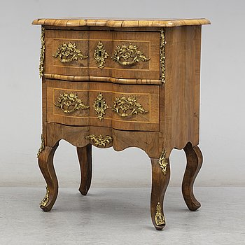 CHEST OF DRAWERS, second half of the 19th century.