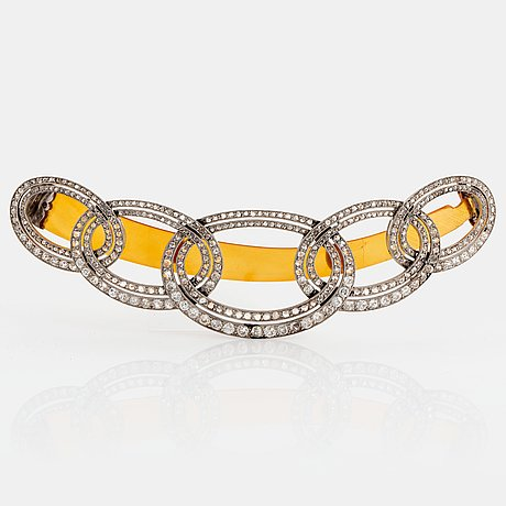 An art deco barrette/hairclip signed cartier in platinum set with old- and rose-cut diamonds.