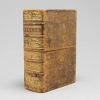 BOK, Gustav Adolfs fältbibel i vackert band med kassett.