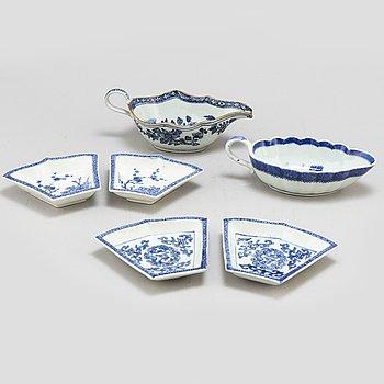 CABARETFAT, fyra (2+2) stycken, samt SÅSSNIPOR, två stycken, kompaniporslin. Qingdynastin, Qianlong (1736-95).