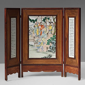 A Chinese three panel porcelain placque, Republic (1912-1949).