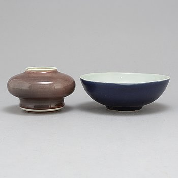 A bowl and a Chinese jar, Qing dynasty and 20th century.
