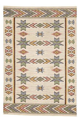 """Märta måås-fjetterström, matto, """"vit botten"""", flat weave, ca 304 x 204,5 cm, signed ab mmf."""