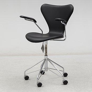 ARNE JACOBSEN, a 'Series Seven' leather covered desk chair, Republic of Fritz Hansen, Denmark, 2017.