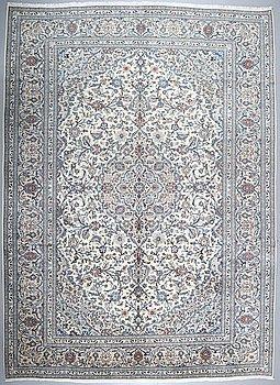 A KESHAN RUG, 405 x 291 cm.