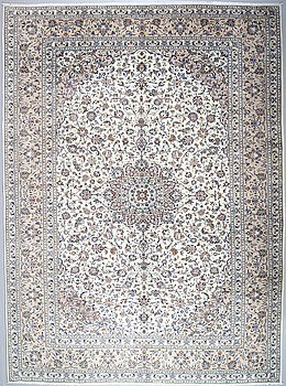 A KESHAN RUG, 398 x 292 cm.