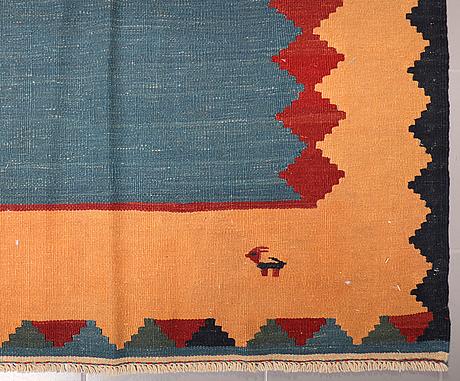 A kilim rug, 305 x 199 cm