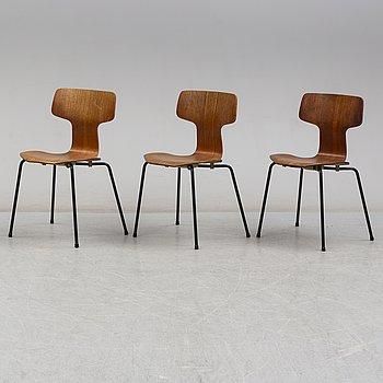 """ARNE JACOBSEN, stolar, 3 st, """"T-stolen"""", modell 3103, Fritz Hansen, 1967."""