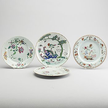 FOUR CHINESE PORCELAIN DISHES, 18TH AND 19TH CENTURY.