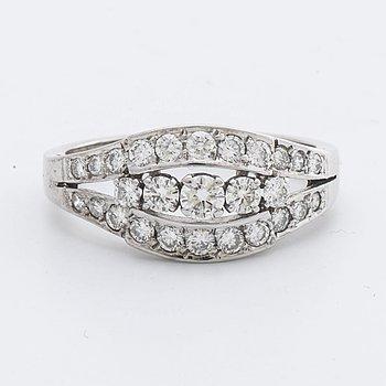RING 18K vitguld med briljanter 0,85 ct enligt gravyr.