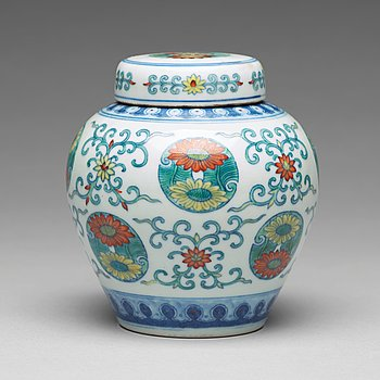 848. A Chinese doucai chrysanthemum medallion jar with cover, 20th Century, presumably republic.