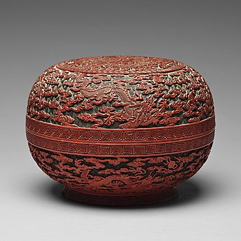 613. A box with cover, presumably Qing dynasty (1664-1912) with Qianlong mark.