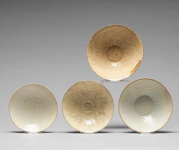 SKÅLAR, fyra stycken, keramik. Sungdynastin (960-1279).