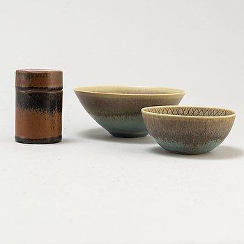 STIG LINDBERG, skålar, 2 st samt ask med lock, Gustavsbergs studio 1960, 1963 och 1956-57.