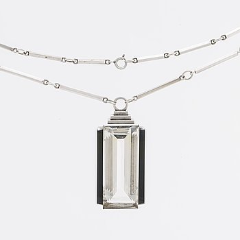 WIWEN NILSSON NECKLACE silver, rock crystal approx 42 x 18 mm and onyx, Lund 1938.