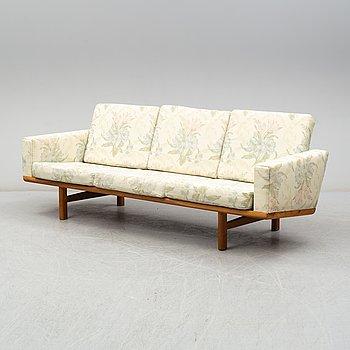 """HANS J WEGNER, soffa, """"GE 236"""", Getama, Gedsted, Danmark, 1960-tal."""